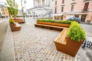 mobilier urbain bancs avec jardinière pour la ville de Schio