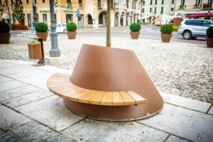 mobilier urbain jardinière avec assise pour la ville de Schio