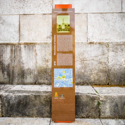 street-furniture-totem-LAB23