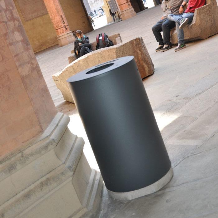 arredo urbano cestino porta rifiuti LAB23 Città di Bologna
