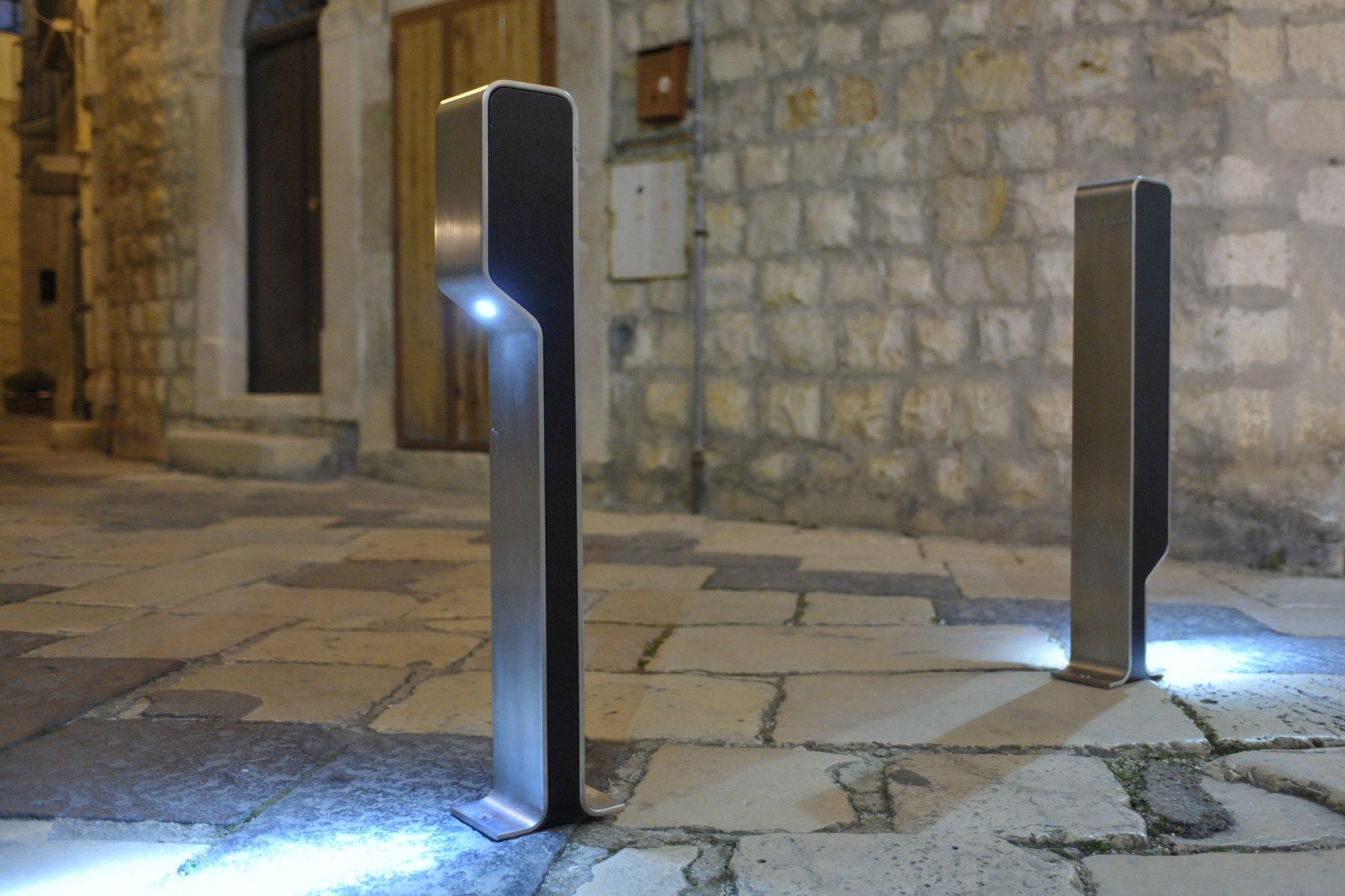 OMEGA-P-BY-NIGHT DISSUASORE CON LED arredo urbano LAB23