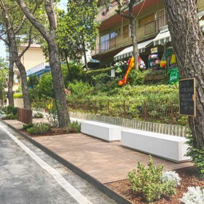 arredo urbano personalizzato LAB23, lungomare di Lignano Sabbiadoro