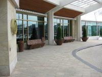 Crossed panchina e fioriera ARREDO URBANO lab23 - Hotel Hilton Canada
